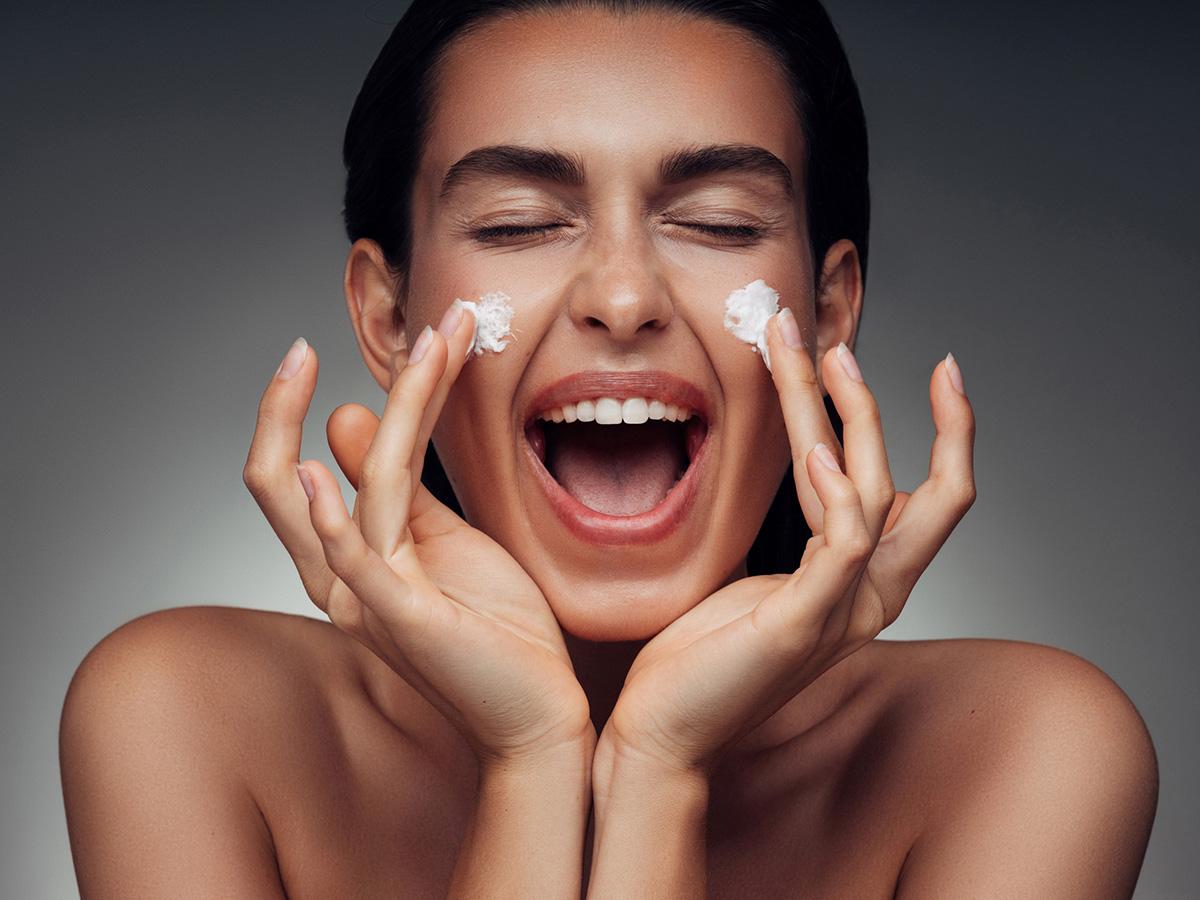 Як доглядати за сухою шкірою обличчя: 5 рекомендацій